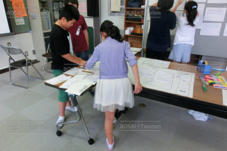 小学生が避難所運営を疑似体験