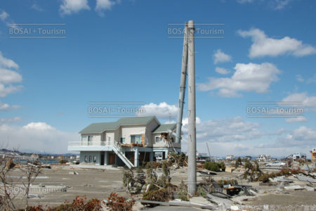 瓦礫と家屋