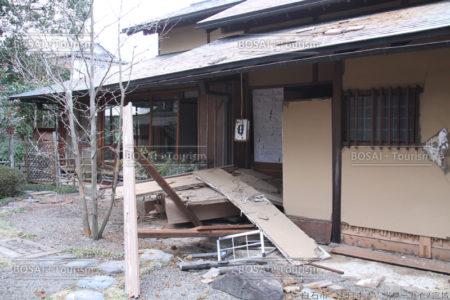 被災した碧水園の茶室